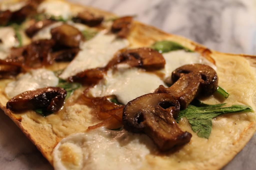 Alfredo, Spinach and Sauteed Mushroom Flatbread Pizza - thekittchen