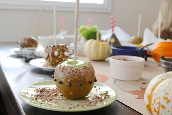 How to Throw a Build Your Own Caramel Apple Party