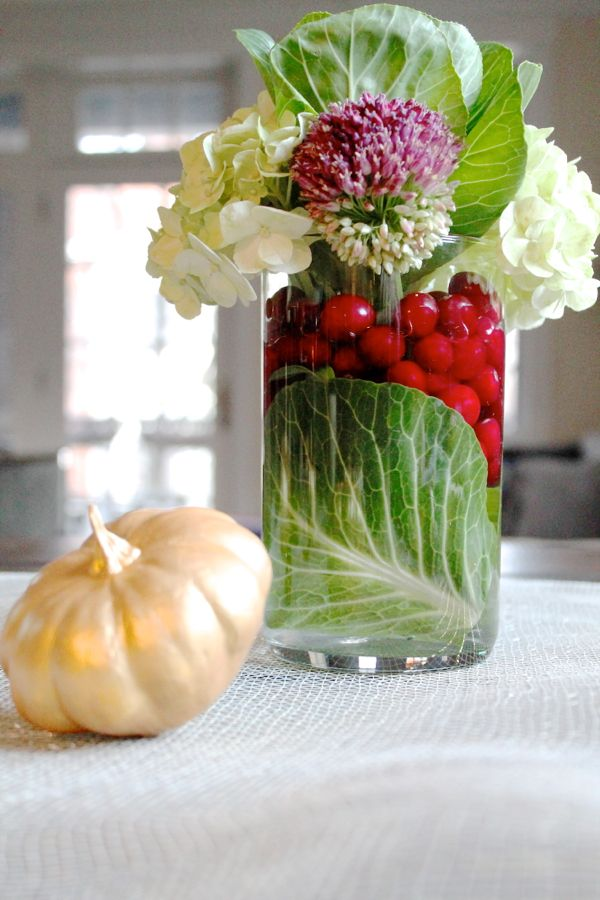Easy and elegant thanksgiving tablescape thekittchen for Simple thanksgiving flower arrangements