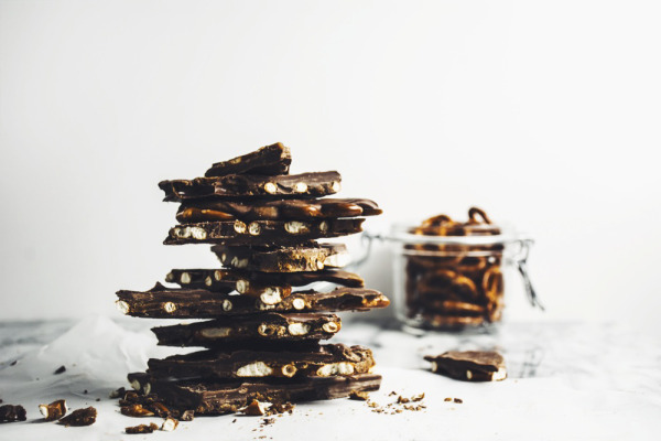 What to Bring to a Holiday Party Chocolate Caramel Bark