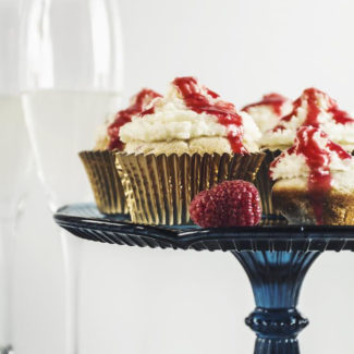 Raspberry White Chocolate Cupcakes & Mascarpone Frosting