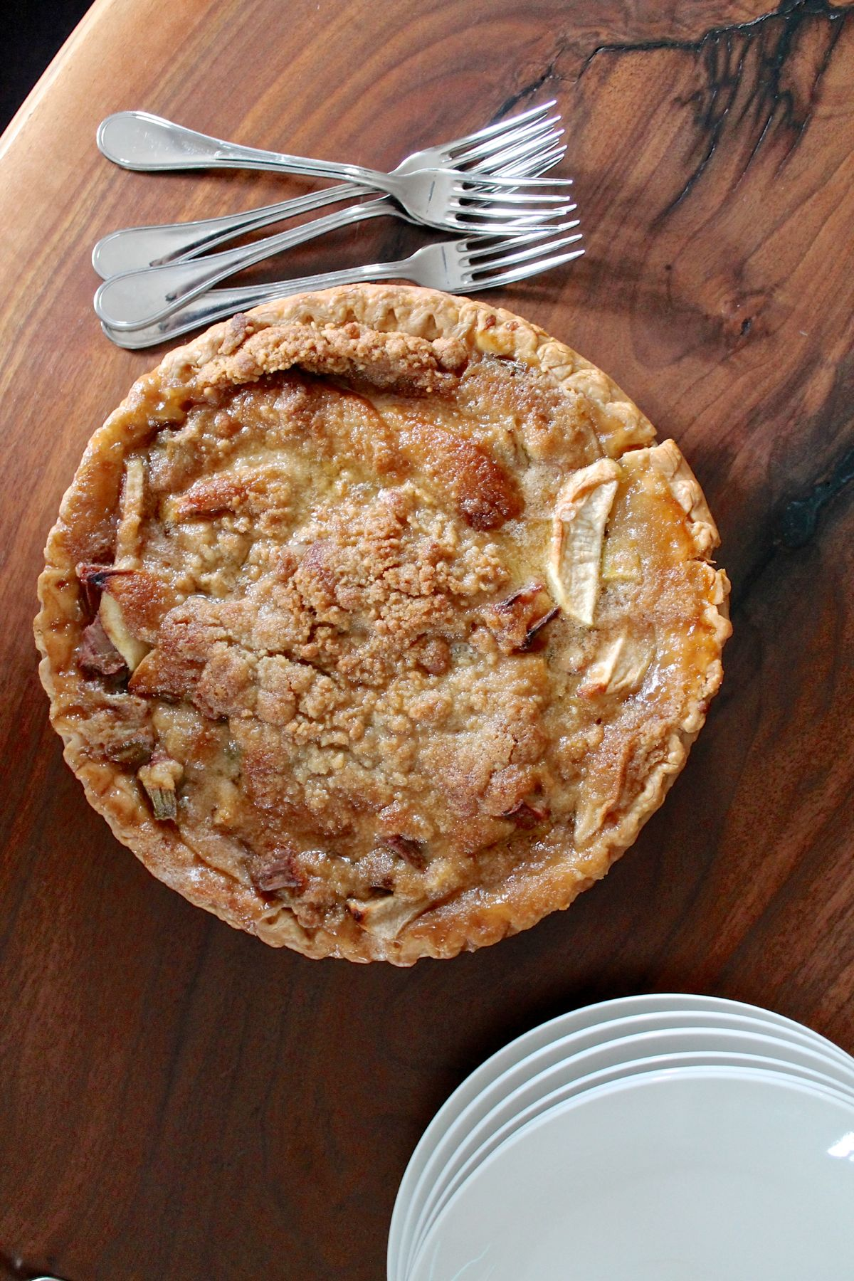 French Style Apple Rhubarb Pie - via The Kittchen