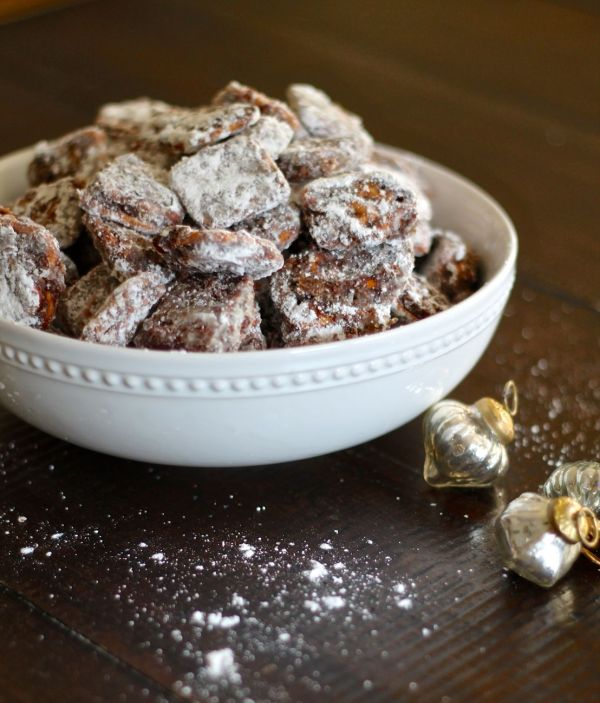 Caramel Pretzel Puppy Chow - via The Kittchen