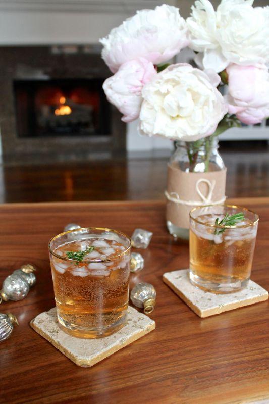 Sparkling Cranberry Ginger Cocktails - via The Kittchen (vert)