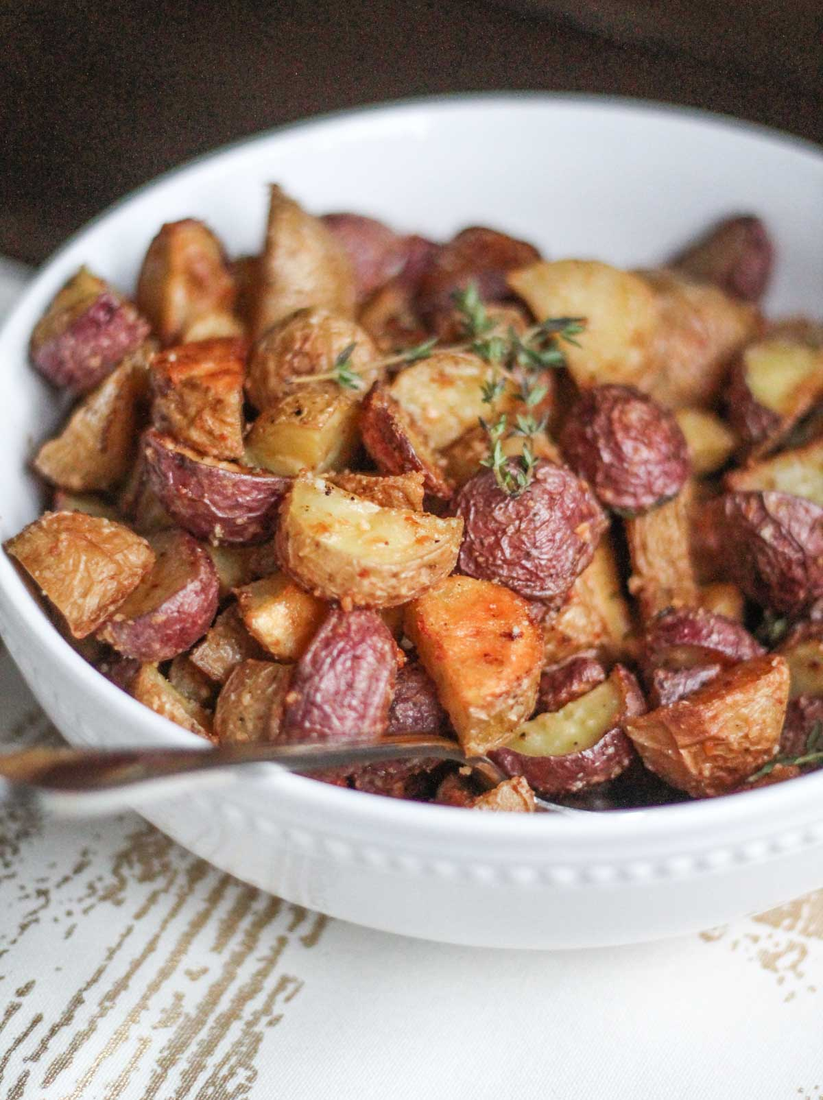 Crispy Parmesan Roasted Potatoes - thekittchen