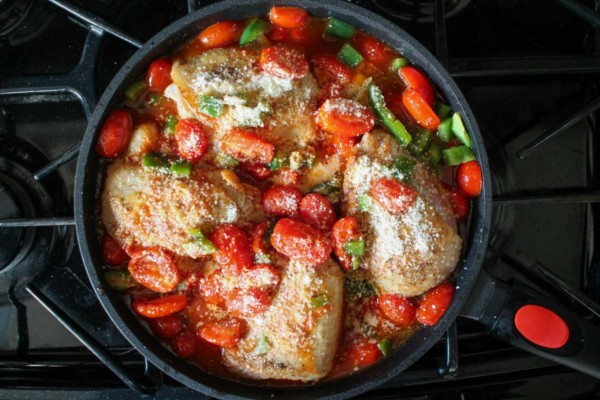 roasted-tomato-and-white-wine-chicken-thighs
