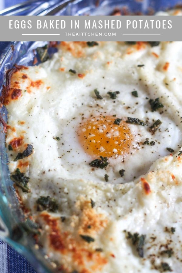 Eggs in Baked in Mashed Potatoes| Wondering what to make with leftover mashed potatoes? These eggs baked in mashed potatoes are a perfect breakfast!