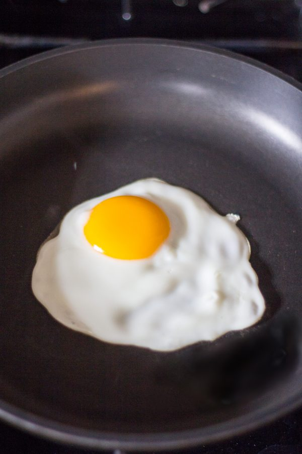 Instruction for making perfect sunny side up eggs