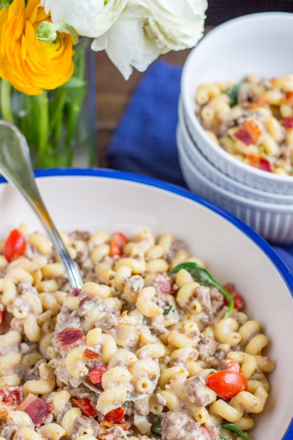 Bacon Cheeseburger Macaroni and Cheese a fun easy 30 minute dinner recipe that your family will love!