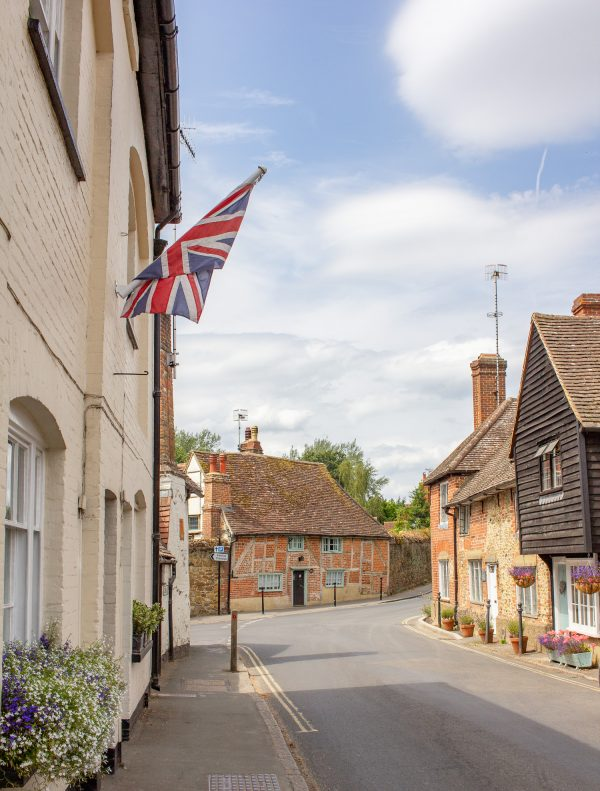 the holiday filming locations shere 8