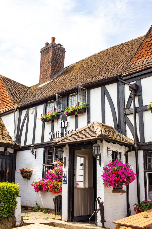the holiday filming locations the white horse shere 3