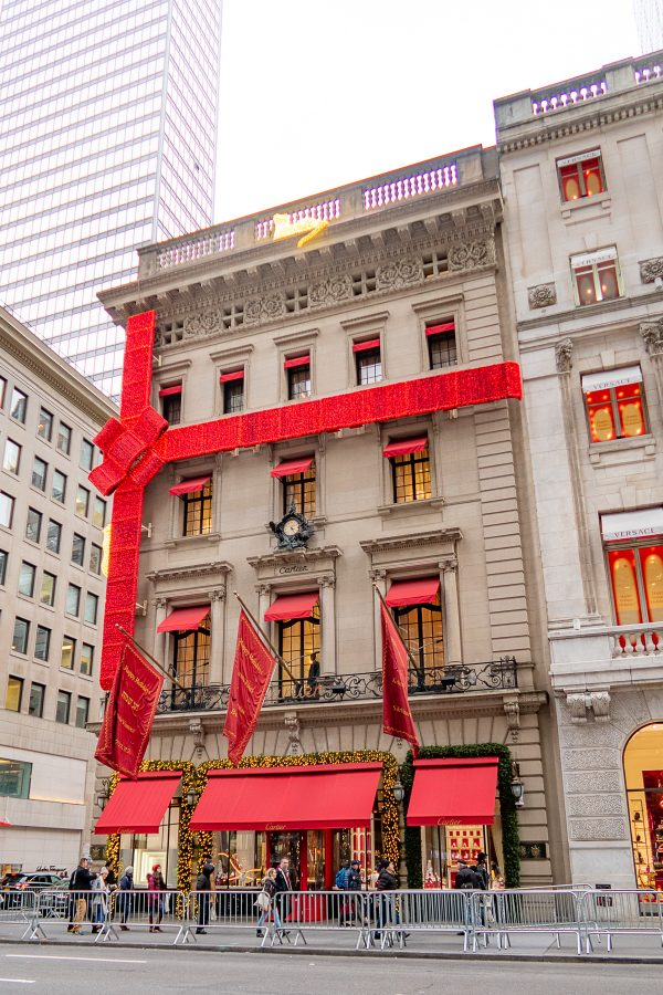 NYC at Christmas | What to do in New York City at Christmastime : see the decorations on 5th Avenue