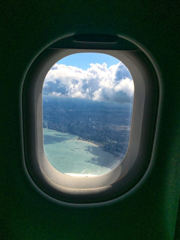 The Red Eye Flight Guide | Advice on how to feel refreshed and relaxed after a red eye flight - from someone who takes a dozen red eyes a year. #travel #flying