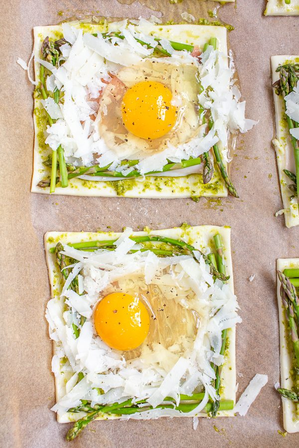 How to Make Puff Pastry Breakfast Tarts | Puff Pastry Breakfast Tarts are the ultimate easy-yet-elegant breakfast. You can make this breakfast with just mere minutes of active preparation time, and only 15 minutes of bake time.