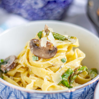Creamy Pasta with Asparagus and Mushrooms