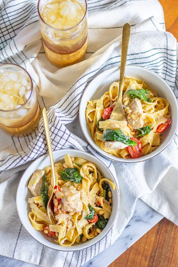 This one pot pasta with chicken is a quick, easy, less-mess meal. It's a complete meal with chicken, vegetables, and pasta in a light creamy lemon white wine sauce that cooks in one pot.