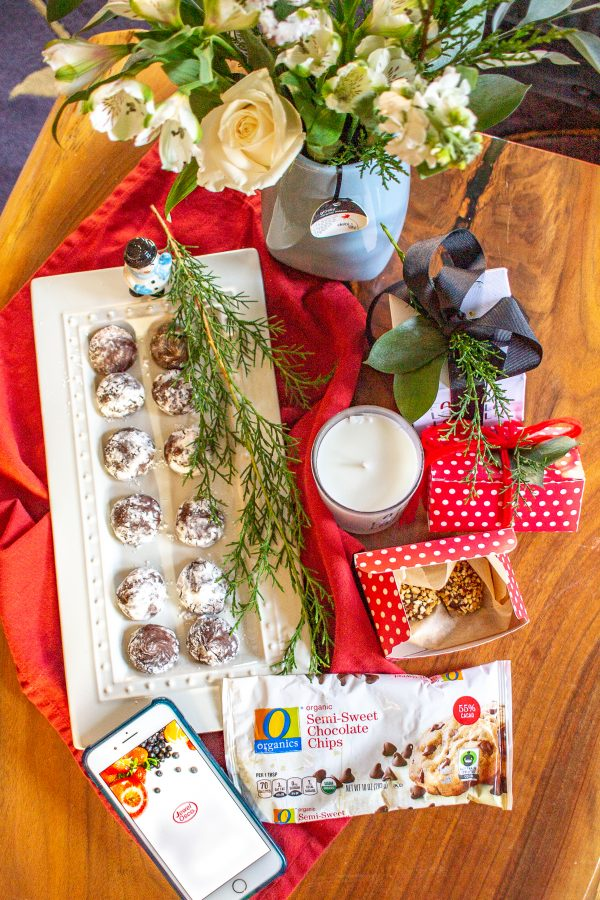 #ad Learn how I shopped at#JewelOsco and used#debilillydesign products to prepare holiday gifts for friends and family. I shopped in the floral section for debi lilly design bouquets and candles, and then I picked up#OOrganics and#LucerneDairyFarms products to make homemade chocolate truffles. Read more on the blog!